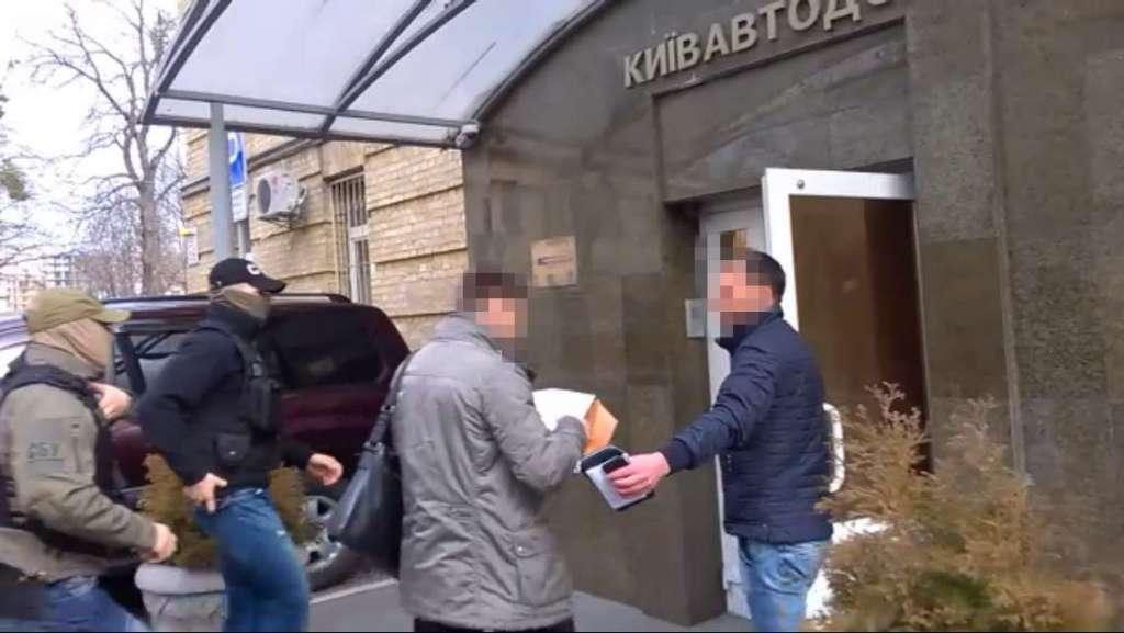 """Вражаюча знахідка: СБУ розповіла, що незаконного виявили під час обшуку в """"Київавтодорі"""" (ФОТО, ВІДЕО)"""
