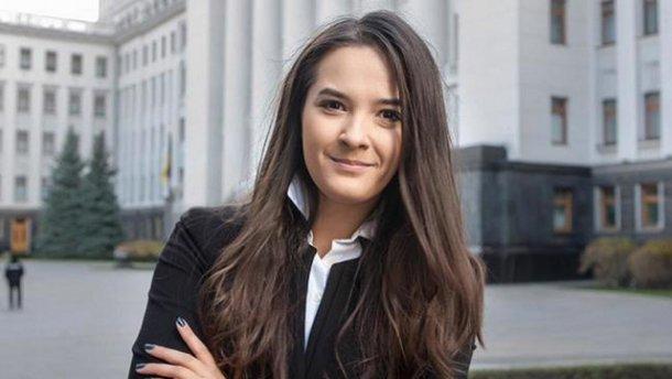 Від цієї суми двоїться в очах: стало відомо, скільки заробила юна заступниця міністра енергетики