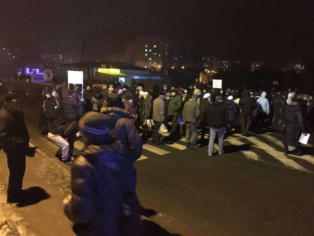 Знову протестують: десятки львів'ян перекрили вулицю Шевченка (ФОТО)