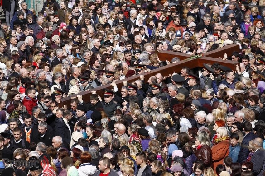 Вулицями Львова пройшла наймасштабніша Хресна хода (ФОТО)