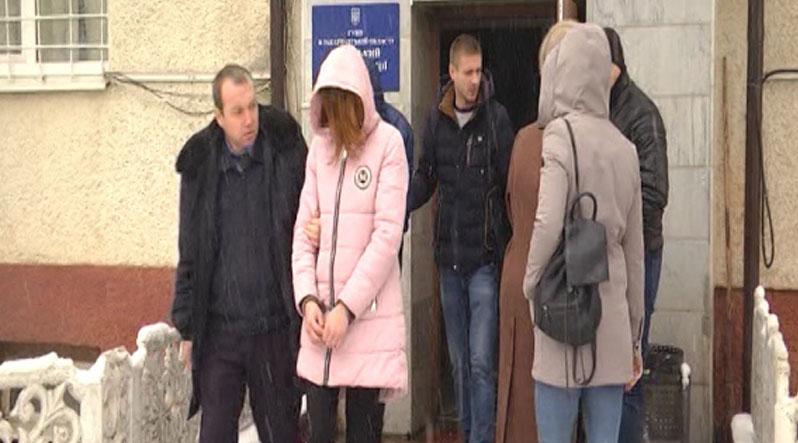 Поліція спростувала інформацію про суїцид хустської школярки, що вбила матір