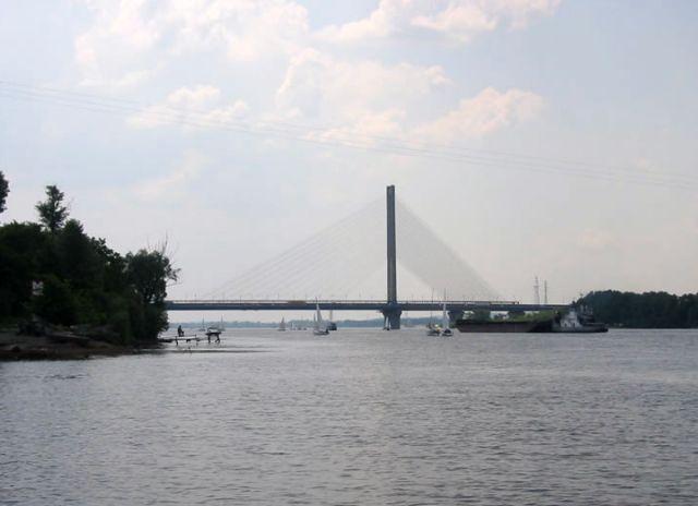У Києві з мосту зірвалися хлопець з дівчиною