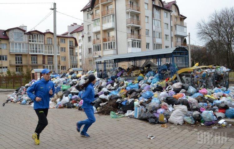 Сміттєвий апокаліпсис у Львові: чи вивезуть сміття з міста до Великодня?