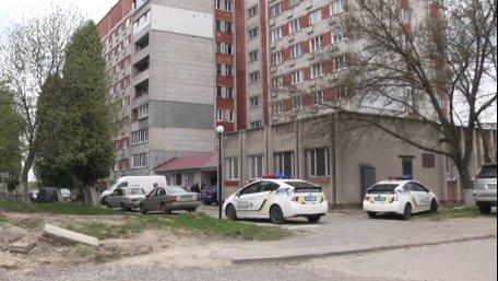 У Львові хлопець зарізав свою колишню дівчину й викинувся з вікна 7 поверху, та залишився живим