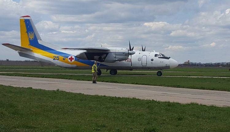 В Одесі приземлився літак з пораненими! Україна зустрічає своїх героїв!(ФОТО)