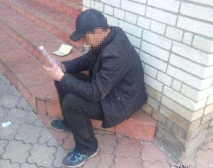 Метадонова навала у Львові: поліція затримали чоловіка, що розгулював з шприцем в руках (ФОТО)
