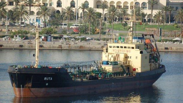 ТЕРМІНОВО! Військово-морські сили іншої країни зі стріляниною захопили українське судно!