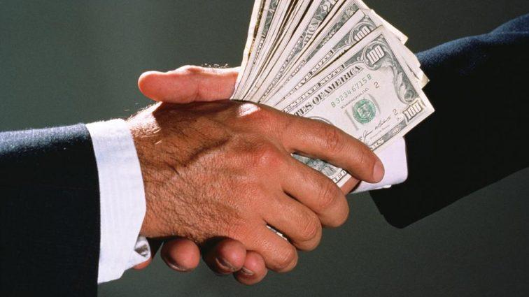 Резонансний хабар у феміді: Кілька тисяч доларів вимагав помічник судді