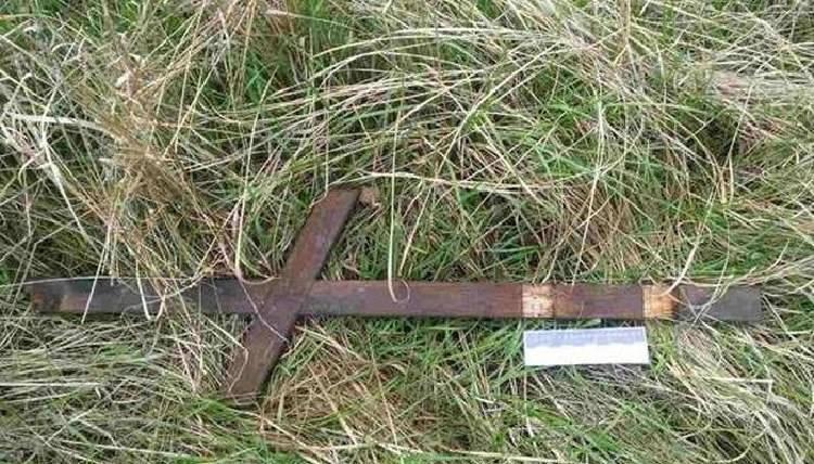 ДУЖЕ МОТОРОШНЕ ВБИВСТВО: Жінку вбили хрестом прямо на кладовищі
