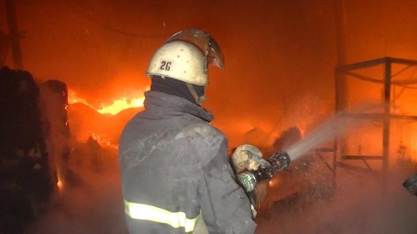 ТЕРМІНОВО!! Масштабна пожежа охопила багатоповерхівку в Києві (ФОТО)