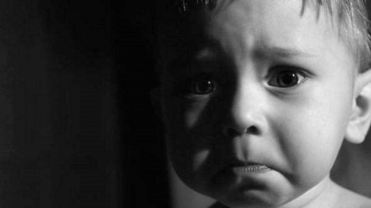 Про цей випадок має дізнатись кожен: Горе-матір жорстоко знущалась над дитиною