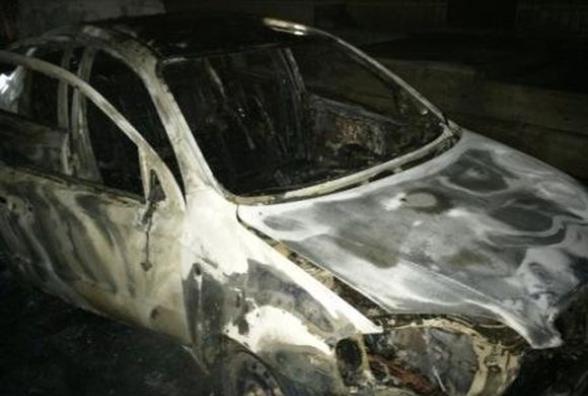 ЗГОРІЛА ВЩЕНТ: Автівку відомого журналіста підпалили