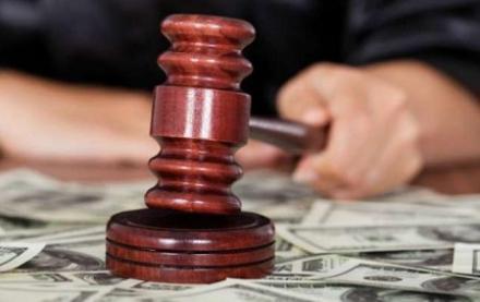 """Суддю, що """"відмазувала"""" корупціонера 5 років, спіймали на величезному хабарі. Подробиці обурюють"""