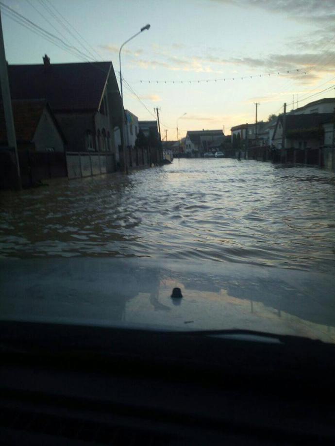 КАТАСТРОФА! На Закарпатті зливи наробили лиха. Сотні жителів залишились без домівки!