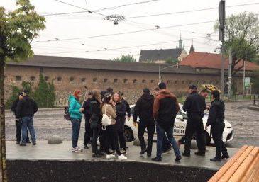 ГАНЬБА! Львівська поліція в центрі міста затримала групу молодиків, що скандували нацистські гасла (ВІДЕО)