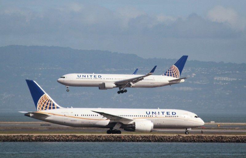 ТЕРМІНОВО!!! Пасажирський літак зіткнувся з вантажівкою! Від деталей зносить дах!