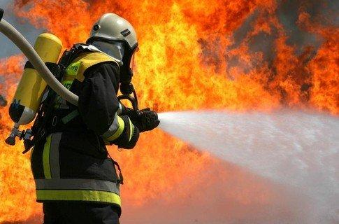 ТЕРМІНОВО!!! В центрі Києва надмасштабна пожежа, сотні людей евакуйовано! (ФОТО)