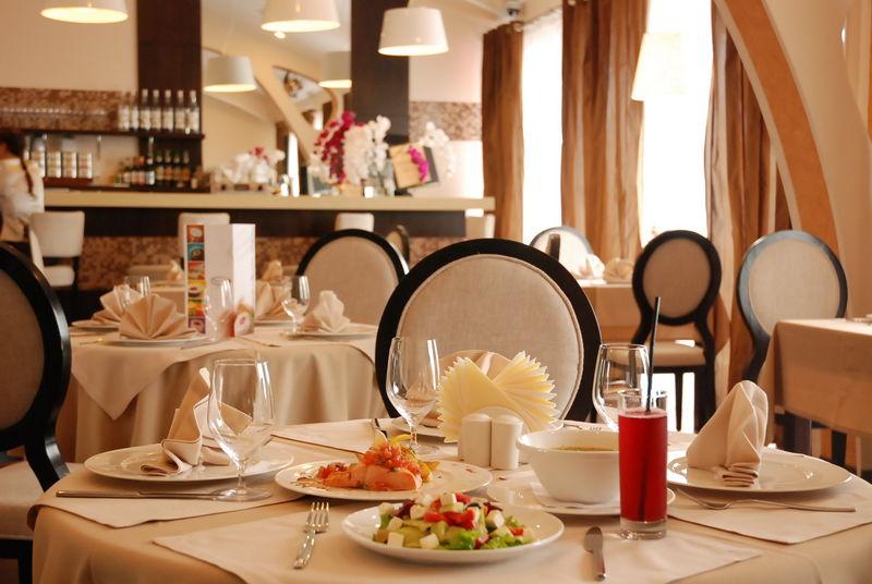 СКАНДАЛ!!! У відомому київському ресторані пропонують посидіти у ВК, коли ви дізнаєтеся, кому він належить, то точно впадете