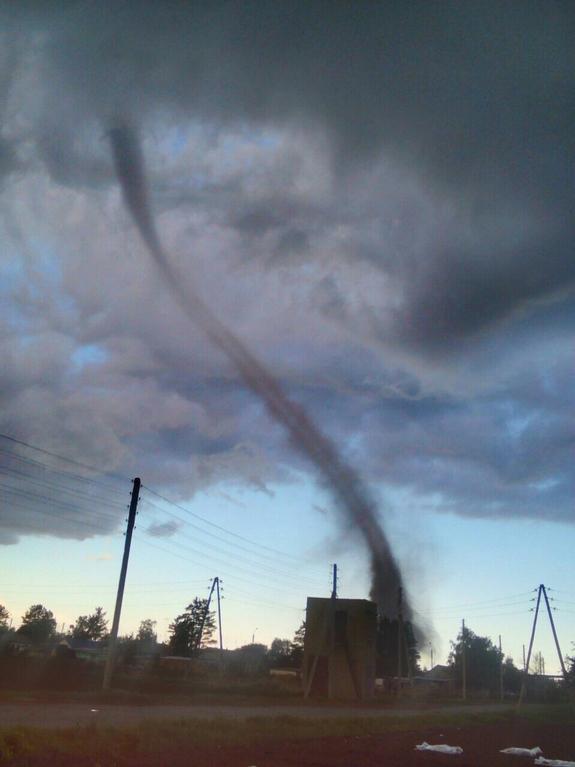 КАРА НЕБЕСНА: Страшне торнадо в Росії! Фото та відео від яких Вам справді стане страшно! Тільки подивіться