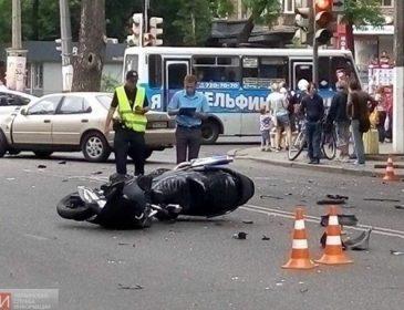 Він його переїхав!!! У Дніпрі сталася страшна ДТП за участі мотоцикліста