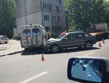 У Львові автомобіль зіткнувся з каретою швидкої! Деталі шокують!