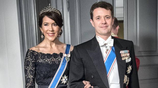Це просто неймовірно!!! Принцеса Данії засвітилася у розкішній вишиванці, ТАКОЇ ви ще точно не бачили