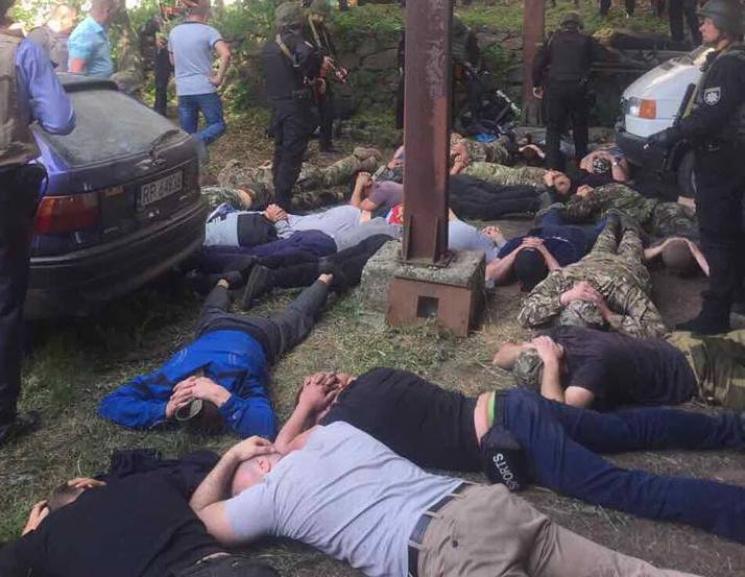 """Спецпризначенці поклали """"обличчям у землю """"42 озброєних рейдерів: Страшна стрілянина на Вінниччині! (ФОТО+ВІДЕО)"""
