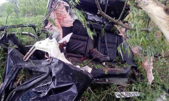 На таке неможливо дивитися… У страшній ДТП під Києвом загинуло троє людей (ФОТО 18+)