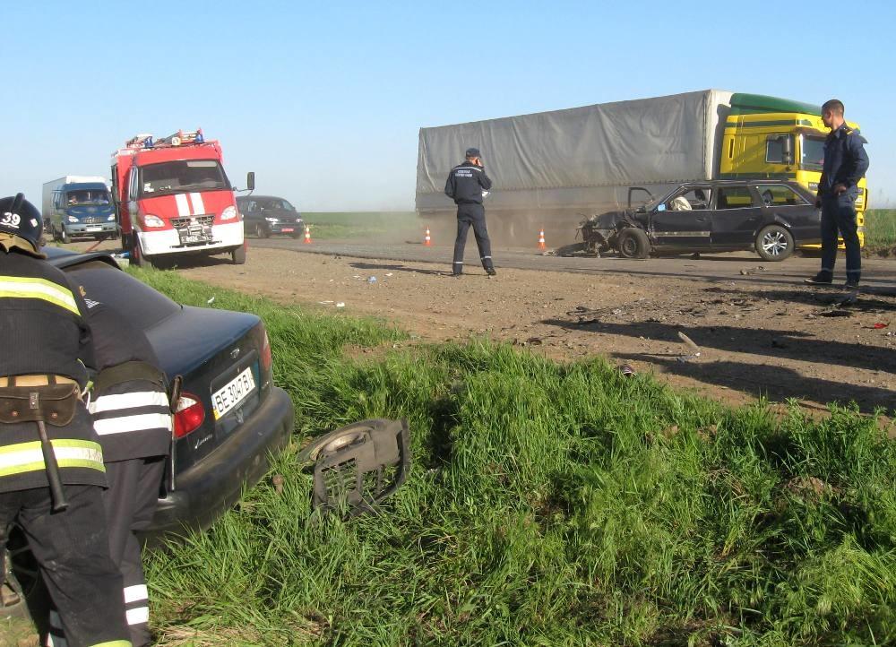 З'явились фото страшної трагедії на дорозі! Це видовище не для слабаків! Деталі доводять до істерики!