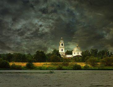 Що ж буде далі?  На Львівщині стихія не пожалкувала навіть храм! Від деталей мороз по тілу!
