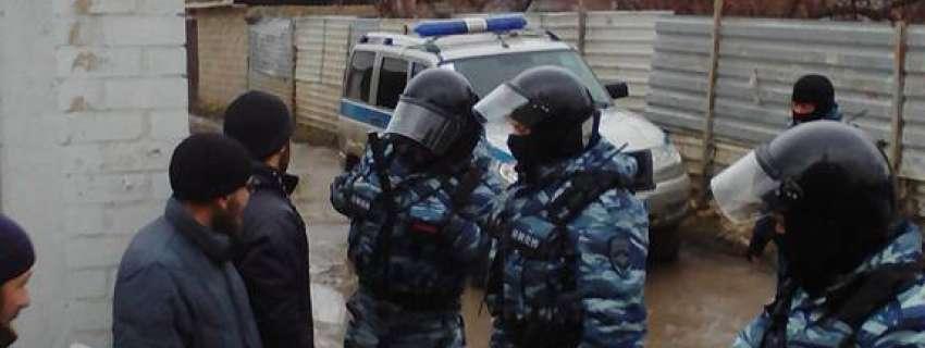 У Криму затримують кримськотатарських активістів