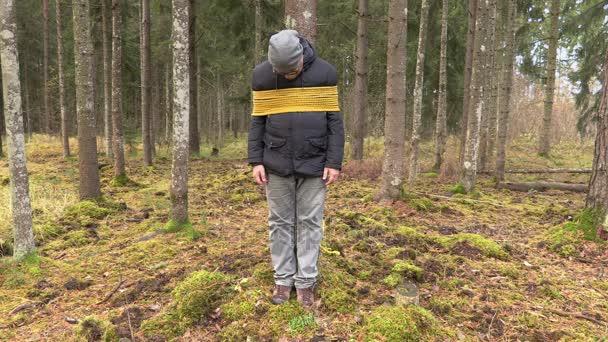 Страшна смерть: Чоловіка прив'язали до дерева та спалили