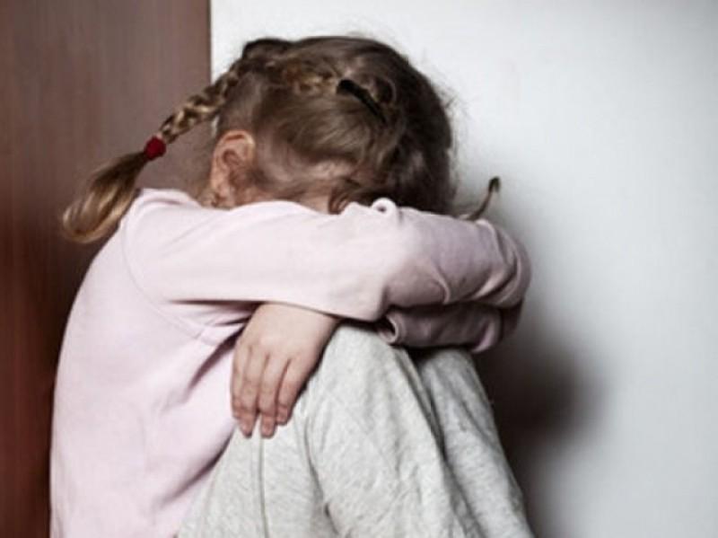 БЕРЕЖІТЬ ДІТЕЙ!!! Те, що 64-річний пенсіонер робив з 9-річною дівчинкою наводить жах на всю країну, він таке скоїв…