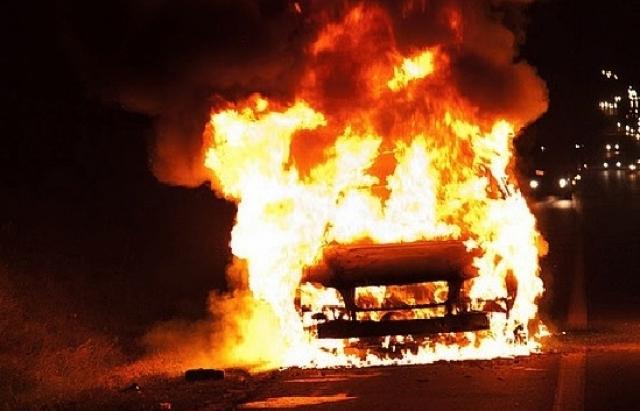 Це просто жах!!! Під Львовом спалили машини відомому чиновнику та його дружині