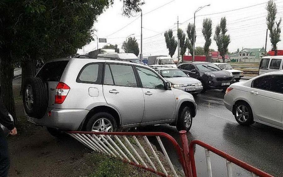 Мене пропустили: автоледі спровокувала жорстку ДТП у Дніпрі. Фото вражають!