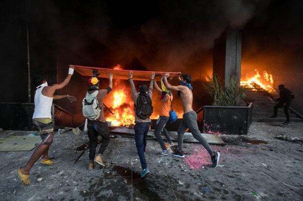 ТЕРМІНОВО! Протестувальники підпалили Верховний суд! Все палає! Що ж там відбувається? (ФОТО)