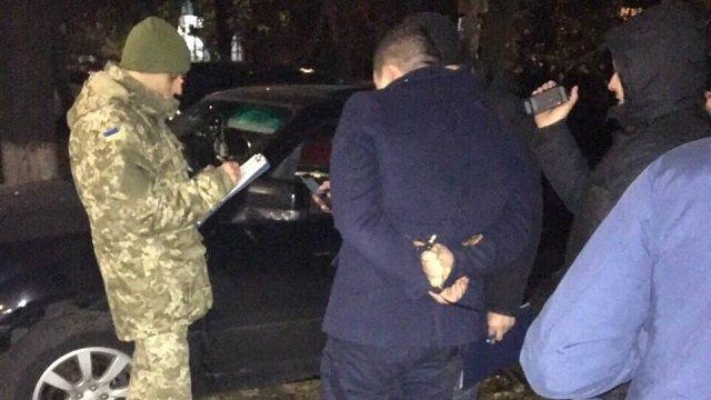 Ще один… У Дніпропетровську майора поліції затримали на такому хабарі, що СБУшники самі були в шоці