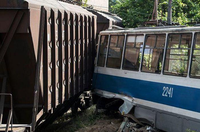 Досвідчені водії також помиляються! В аварії на Дніпрі загинув співробітник залізниці
