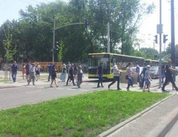 ТЕРМІНОВО! Ситуація у Львові загострюється! Перекрито одну з найбільших магістралей! (ФОТО)