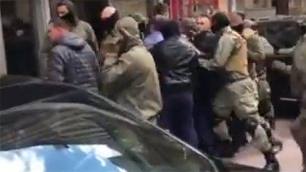 ТЕРМІНОВО!!! У Київраді жахлива бійка за участі депутатів, фото тільки для міцних