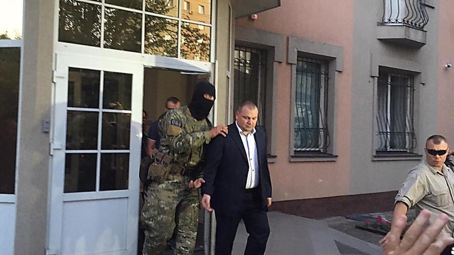 Скандал на всю Україну! Одіозного екс-прокурора відпустили  додому!!!ОБУРЕННЮ НЕМАЄ МЕЖ!