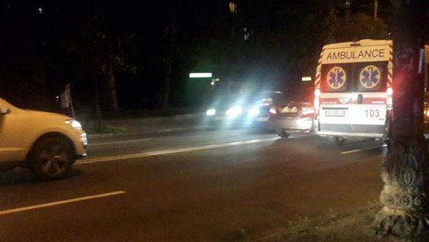 Стільки крові буде не так легко змити: в Києві авто збило підлітка, від цих фото виступають сльози