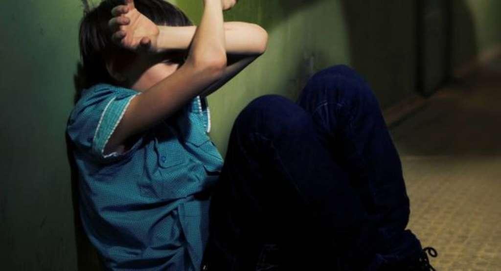 П'ятеро на одну! Жорстоке побиття школярки однолітками! Боляче дивитись ! (ВІДЕО 18+)