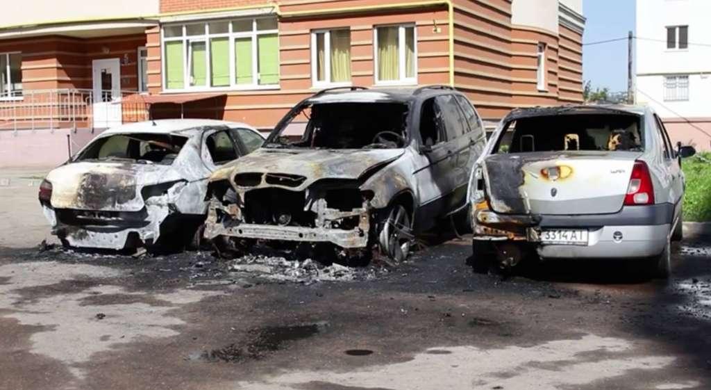 ЖАХ, він вщент згорів!!! Підпалили автомобіль скандального нардепа, на ньому ж його діти їздили…