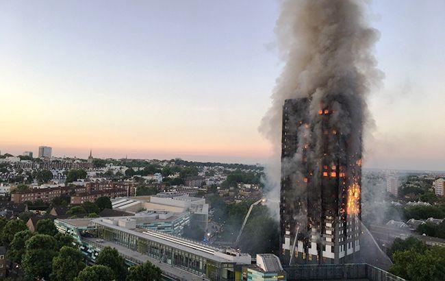 НЕЙМОВІРНИЙ ПОДВИГ: Чоловік піймав дитину, яку мати викинула з 10-го поверху палаючої будівлі