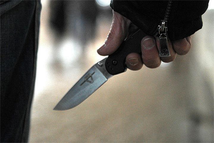 Тепер страшно ходити по вулицях! У Харкові чоловікові встромили в спину ніж! Деталі лякають!