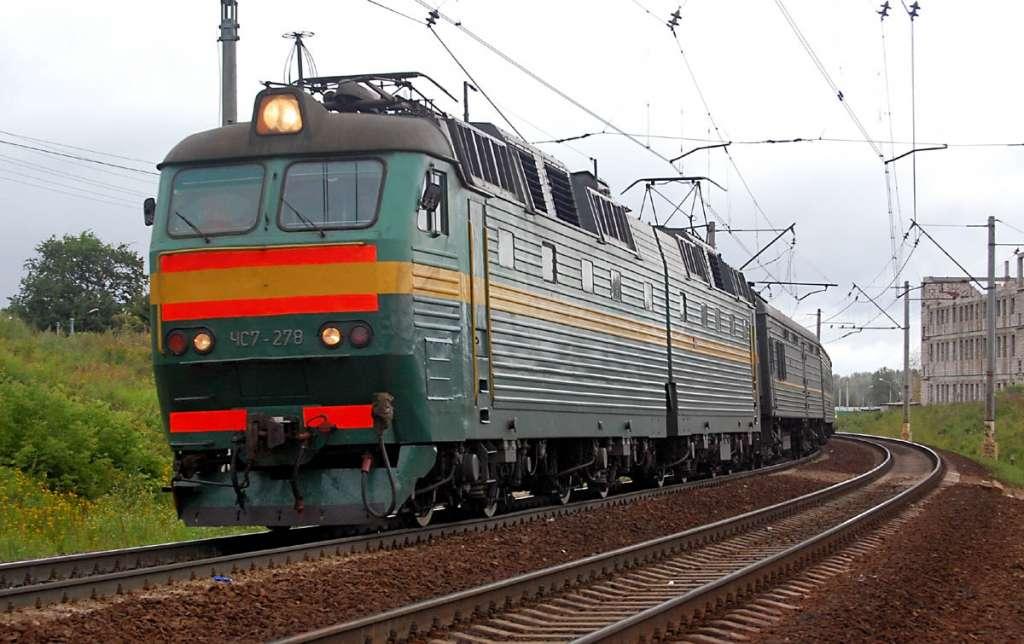 Справжній ЖАХ! Потяг збив мікроавтобус! Такого Україна ще не бачила!(ФОТО)