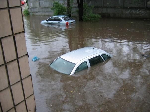 Головний вокзал пішов під воду!!! Погодній катаклізм лютує у Сімферополі, ці фото доводять до істерики