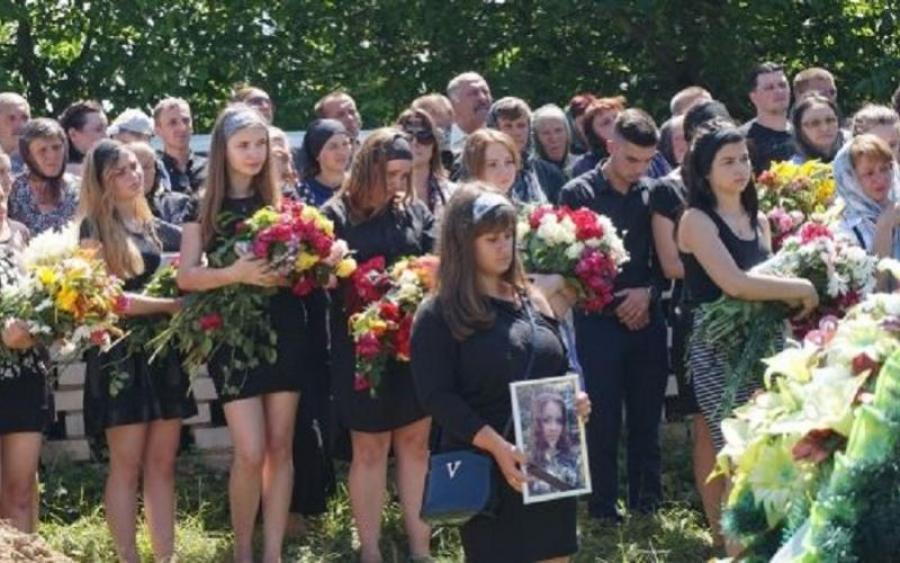 «З трагедії зробили справжній цирк»: на Тернопільщину приїхали екстрасенси розслідувати вбивство 17-річної випускниці. Деталі обурюють!
