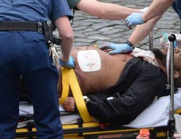 ТЕРМІНОВО! На відомому курорті чоловік з ножем напав на туристів. Загинули українці